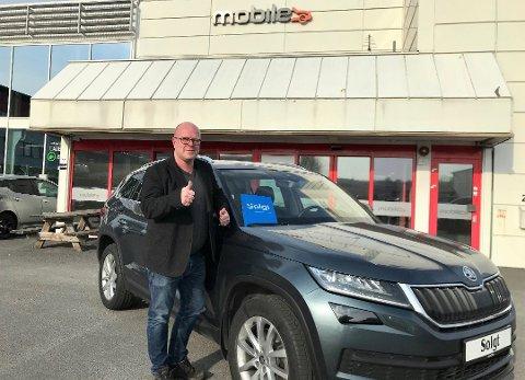SKAPER JOBB OG INNTEKTER: Jan Olaf Gulbrandsen gleder seg over at det fortsatt selges og kjøpes biler, til tross for koronakrise og stor usikkerhet. Foto: Privat