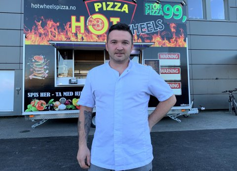 Daniel Bondoc og hans pizzapartner utvider med ny vogn. Nå venter de bare på et egnet område for plassering. Foto: Stian Kittilsen