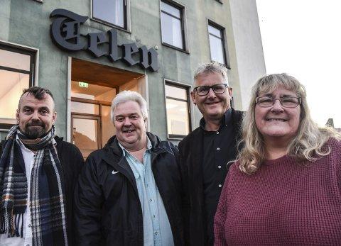 Møtes: De møttes fredag for å videreføre Telens julegaveaksjonen. fra venstre Kjetil Grotbæk Moen (H), Torgeir Bakken (Ap), og julegaveaksjonens Jens Marius Hammer og Kari Myrene.