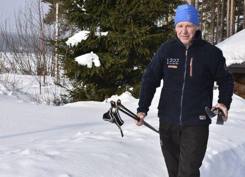 Siste: Einar Sandvik har funnet fram skiene som skal ta han fra Rjukan Fjellstue til Gransherad for siste gang – med nummer på brystet. Samtidig går han Gaustaløpet for 50. gang – en rekord som trolig aldri vil bli slått.