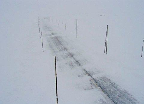 KOLONNEKJØRING: Riksvei 7 ved Skulevika over Hardangervidda der det onsdag formiddag var kollonnekjøring over Hardangervidda, riksvei 7 på grunn av uvær.
