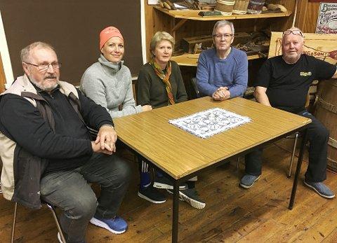 Styret i Bøfjorden Historielag håpar å kunne opne sjøbruksmuseet i juli. Frå venstre: Magne Bøe, Gunnhild Vetleseter Bøe, Eli Husby Moen, Bernt G. Bøe og Inge Dønheim.