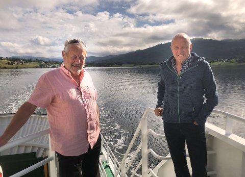 ER MED: Daglig leder Olav E. Ellevset og styreleder Ola Rognskog kan fornøyd slå fast at Halsafjordsambandet er ett av prosjektene Statens vegvesen har med i sitt innspill til Nasjonal transportplan.