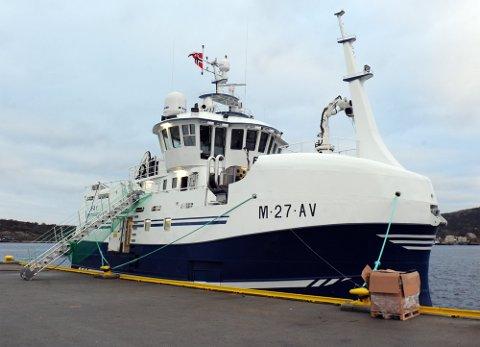Den nye garn- og autolinebåten «Fay» er med sin bredde på ti meter og fem etasjer fra lasterom til rorhus «verdens største 21-metring», skrev Tidens Krav da båten ble presentert like før jul i 2018.