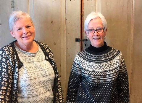 I HUNDRE: Anne Nes og Berit Anne Botten Røkkum ønsker seg bilder fra det store mangfoldet av aktiviteter og folk som Bondhuset i Stangvik har rommet.