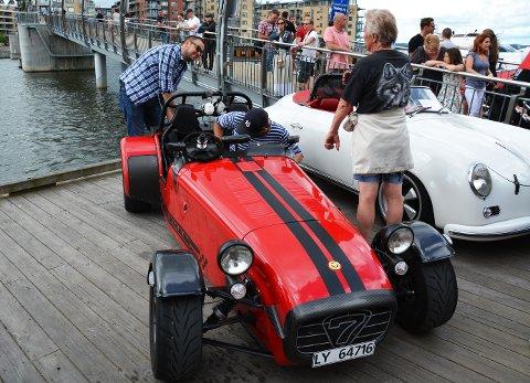 SANDEFJORDING: Peter Nordberg (bak bilen) tok turen fra Sandefjord i sin Caterham R500 Superlight.