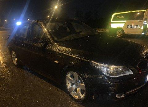 Bilen som unndro seg kontroll, samt politibilene fikk heldigvis kun mindre materielle skader.