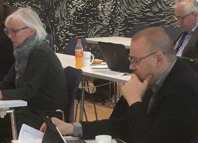 DELVIS ENIGE: Både Liv Margit Karto (H) og Arve Høiberg (Ap) mener fylkeskommunen både må få mer penger fra staten og samtidig jobbe for å få mer ut av hver krone til vedlikehold av veinettet.
