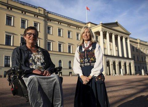 STOR OPPLEVELSE: Styreleder Tove Linnea Brandvik (tv) og direktør Astrid Nyquist ble hjertelig mottatt av et engasjert kongepar på Slottet 6. november.  FOTO: Erik Lundby