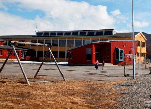 BREKKEN: Oppvekstmiljøet i Brekken vil bli sterkt preget av strukturendringene som foreslås fra administrasjonen i Røros kommune, mener FAU, og ønsker utsatt høringsfrist og svar på kritiske spørsmål.