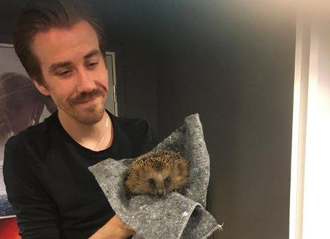 Denne lille krabaten snek seg inn på Ås kino i helgen.