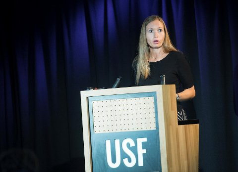 Kulturbyråd Julie Andersland delte ut flere av stipendene mandag ettermiddag, og skrøt av de mange kultur- og kunstnerskikkelsene i salen.