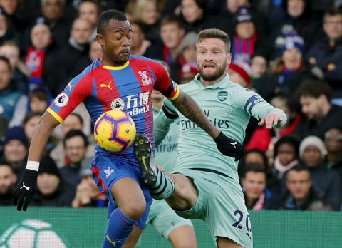 Crystal Palace's Jordan Ayew, left, battles for the ball with Arsenal's Shkodran Mustafi during the English Premier League soccer match between Crystal Palace and Arsenal at Selhurst Park, London, Sunday, Oct. 28, 2018. (AP Photo/Frank Augstein)