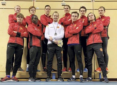 Erlend Sæterstøl (i midten) får forsterket sprintgruppen sin i Gular kraftig. Fem nye gjør at klubben vil være storfavoritt i norske sprintstafetter, inklusive NM på Fana Stadion, neste år.