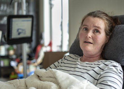 Vivian Brosvik (39, lider av muskelsykdommen ALS og blogger om sykdommen på «mamma på hjul». I forrige uke skrev hun innlegg i den pågående bloggdebatten og mener vi må slutte bry oss om bagateller.