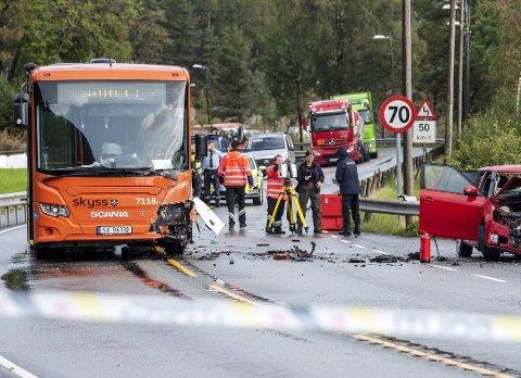En kvinne i 50-årene omkom i en trafikkulykke i Os fredag formiddag. Foto: EIRIK HAGESÆTER