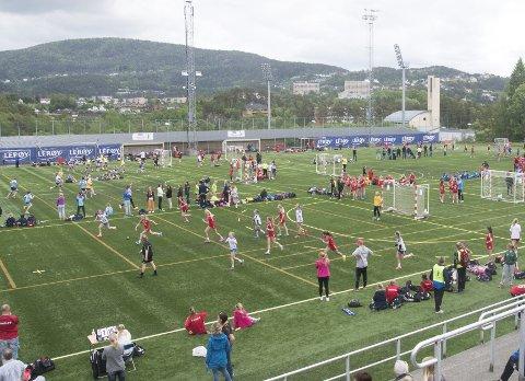 Det blir ikke Bergen Cup i håndball i år heller. Fredag måtte arrangøren ta den tunge beslutningen å avlyse hele turneringen, som hadde rekordpåmelding.
