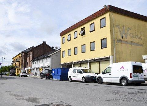 Kontorbygg: Det er ukjent hva Bane Nor Eiendom har betalt for bygget, men ifølge prosjektleder Reier Andre Sønju (innfelt bilde) skal Whal-bygget brukes som showrom, salgs- og anleggskontor i forbindelse med utbyggingen av Vikersund Nord. – Hva som deretter skjer med bygningen er det ikke tatt noe standpunkt til, sier Sønju.