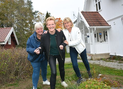 NY TOPPKANDIAT: Leder i Modum Sp, Kari Edgren Ødegård (t.v.),  og Ingunn Dalaker Øderud mener partiet får en svært engasjert og flink arvtaker i Sunni Grøndahl Aamodt (foran.)