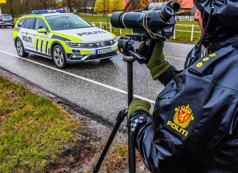 FLYTTER SEG: Den siste tiden har det vært flere kontroller på mindre veier, nå skal UP fokusere på riks- og europaveiene.  Foto: Asbjørn Olav Lien