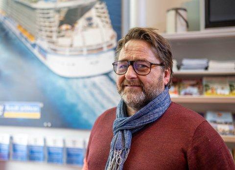OPTIMISME: Trond Iversen i Reisebyrået Din Ferie er nå mer optimist enn før, og glad for penger fra kommunen.