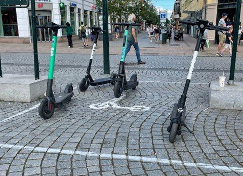 STRAMMER INN: Elsparkesyklene er i flittig bruk, både av barn og voksne. Nå vil en av aktørene få bukt med bruken blant barn og unge.