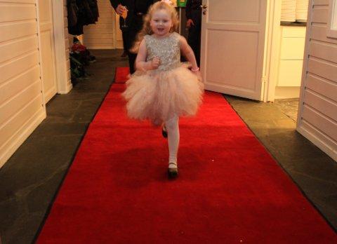 Fire og eit halvt år gamle Victoria var ei av stjernene i filmen. Ho og dei andre smårollingane fortalde utfyllande om kva dei likar best ved heimstaden.