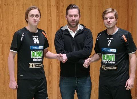 Sleviks Anders Hansen er her flankert av lagets to nye spillere Joel Fallberg (til høyre) og Johan Granqvist. Foto: Slevik IBK
