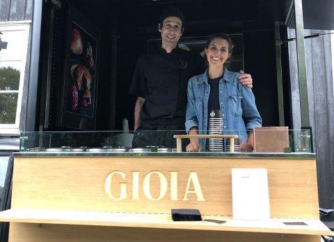 Is-glede: Gioia betyr glede på italiensk og er navnet på en ny isbar som kommer til Fredrikstad i juni. Det er ekteparet Higinia D'Agrossi-Espic og Pierre Espic som driver bedriften i Oslo.