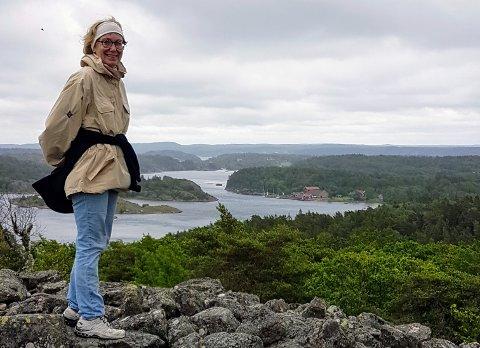 HYTTEFERIE: Hilde Garfelt har engasjert seg i kampen om å oppheve karantenereglene for alle med fritidsbolig i Sverige. - Dagens retningslinjer mangler logikk, mener hun.