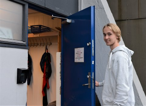 På vei inn: Tobias Normann på vei inn i Spartagarderoben som han begynner å bli godt kjent med.