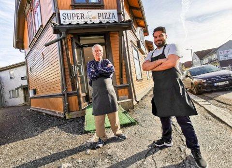 SUPERMENN: Super Pizzas grunnlegger, pappa-Bassi (t. v.), har gitt stafettpinnen videre til sønnen, Vikram Bassi. For å forsikre seg om at generasjonsskiftet går knirkefritt, tar den nå 69 år gamle Bassi, turen innom livsverket flere ganger i uken.