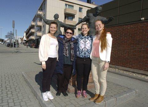 Dansens dag i Narvik: Dansepedagogene Anine Karine Åsheim (tv), Marina Tarasova, Hanna Häger og Anastasia Zykova er fire av fem som har ansvaret for at Dansens dag markeres i Narvik onsdag. Fredag tar de med de unge dansere til Sortland.foto: jan erik teigen