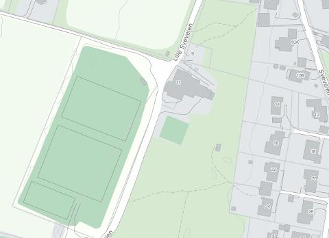 PRIVAT VEI: Selv om idrettsanlegget i Håkvik er kommunalt, er den skrale veien inn til anlegget privat.