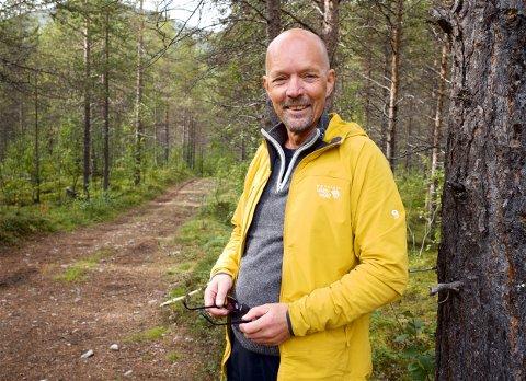 FINNER: Kjell Rasmussen skulle se etter multebær i fjellet langs Reisadalen. Det han fant var noe ganske annet.