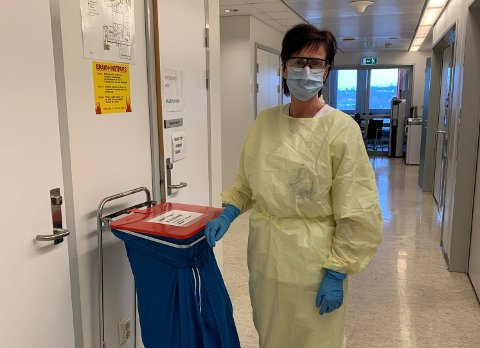 GJENBRUK: For Gine Schaathun og det øvrige helsepersonellet ved Sykehuset i Vestfold, må smittevernutstyr nå brukes flere ganger.