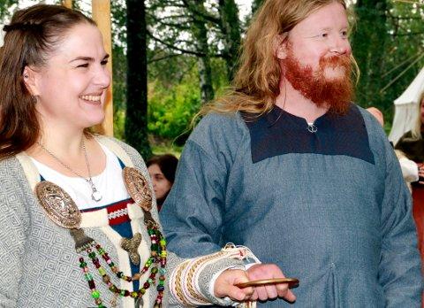 BRYLLUP: Ingeborg Bessy Eek Sandengen (33)  og Karstein Magnus Eek Sandengen (41) giftet seg også på vikingvis.