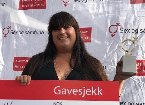 AKTIVISTEN: –Skamløsprisen 2018 motiverer til å fortsette kampen om å redde verden fra kroppspress! sier Carina Carlsen, en lykkelig og stolt prisvinner fra Nord-Odal.