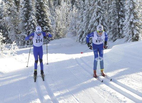 I farta: Ola Aurmo fra Lom IL og Sverre Schøyen Stiansen fra Lillehammer Skiklub i en intens duell under søndagens GD-cuprenn på Astridbekken.Alle foto: Anders Espe