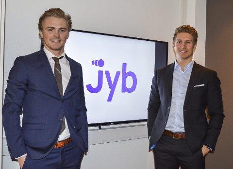 Utfordrer de store: Dan Mario Røian (t.v.) og Joachim Gustavsen utfordrer nettgigantene finn.no og Linkedin med sin nye jobbapp, Jyb, som lanseres første kvartal i 2016. Ideen fikk Røian da han mener at nåværende jobbsøkeprosesser er både tungvinte og kjedelige.