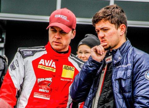 BEKYMRET: Inge Hansesætre (tv) og lagkamerat Moritz Oberheim fikk litt å tenke på under helgens runde i VLN-mesterskapet.