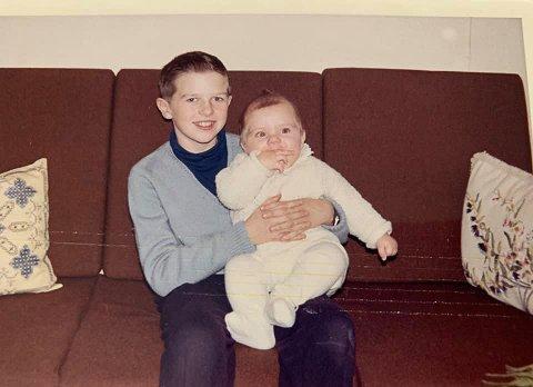 BRØDRE: Storebror Kenneth sammen med lillebror Vegar.