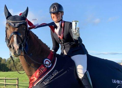 NM-GULL: Linndis Olsen fra Halden vant lag-NM sammen med lagvenninnene i Borge Rideklubb.