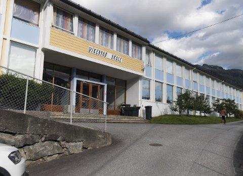 Vikebygd skule: I desember skal skuleframtida på vestsida av Sørfjorden avgjerast.