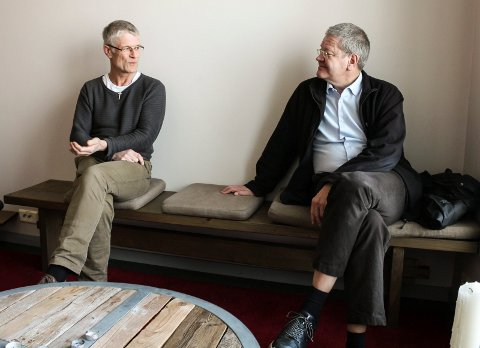 Tom Landås (KrF) er leder for helse- og omsorgsstyret i Haugesund-politikken. Arne-Christian Mohn (Ap) er ordfører. Her snakker de om temaet eldreomsorg, hjemmetjeneste og pårørendes rolle.