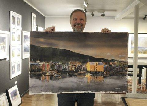 Nyeste: Stig Ove Sivertsen med sitt nyeste bilde, som er klart til innramming. foto: Benedicte wærstad