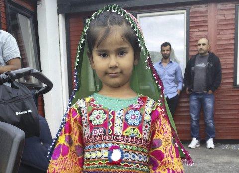 Syk: Sonya fra Sandnessjøe ble det nasjonale bildet utad på asylbarna som ble hentet og sendt ut av landet. Hun bor nå i Kabul. Hennes far, onkel og bestefar er dreot og brødrene er nå drapstruet av Taliban.