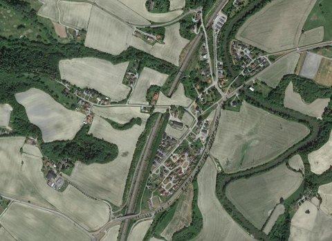 VIL BYGGE UT: Leirsund, som er avbildet på kartet, er ett av områdene som skulle få nytt bredbånd. Nå må de vente til en utbygger tar på seg oppdraget.
