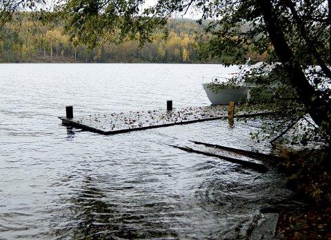 DRIKKEVANNET: Eikeren er stor, men tarmbakterier og fosfor skal i størst mulig grad fanges opp før de når innsjøen. Arkivfoto: Lars Ivar Hordnes