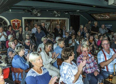 SILD I TØNNE: Folk sitter ofte som sild i tønne i konsertsalen på Stopp en halv, som her under koret Octopus sin 25-årskonsert i fjor høst. FOTO: JIMMY ÅSEN